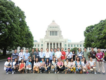 Young Administrators from China phographed before the Diet Building